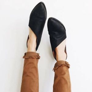 Shoes - New BLACK Side Cutout Flats